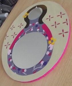 miroir-poupée-russe-007-253x300 fille
